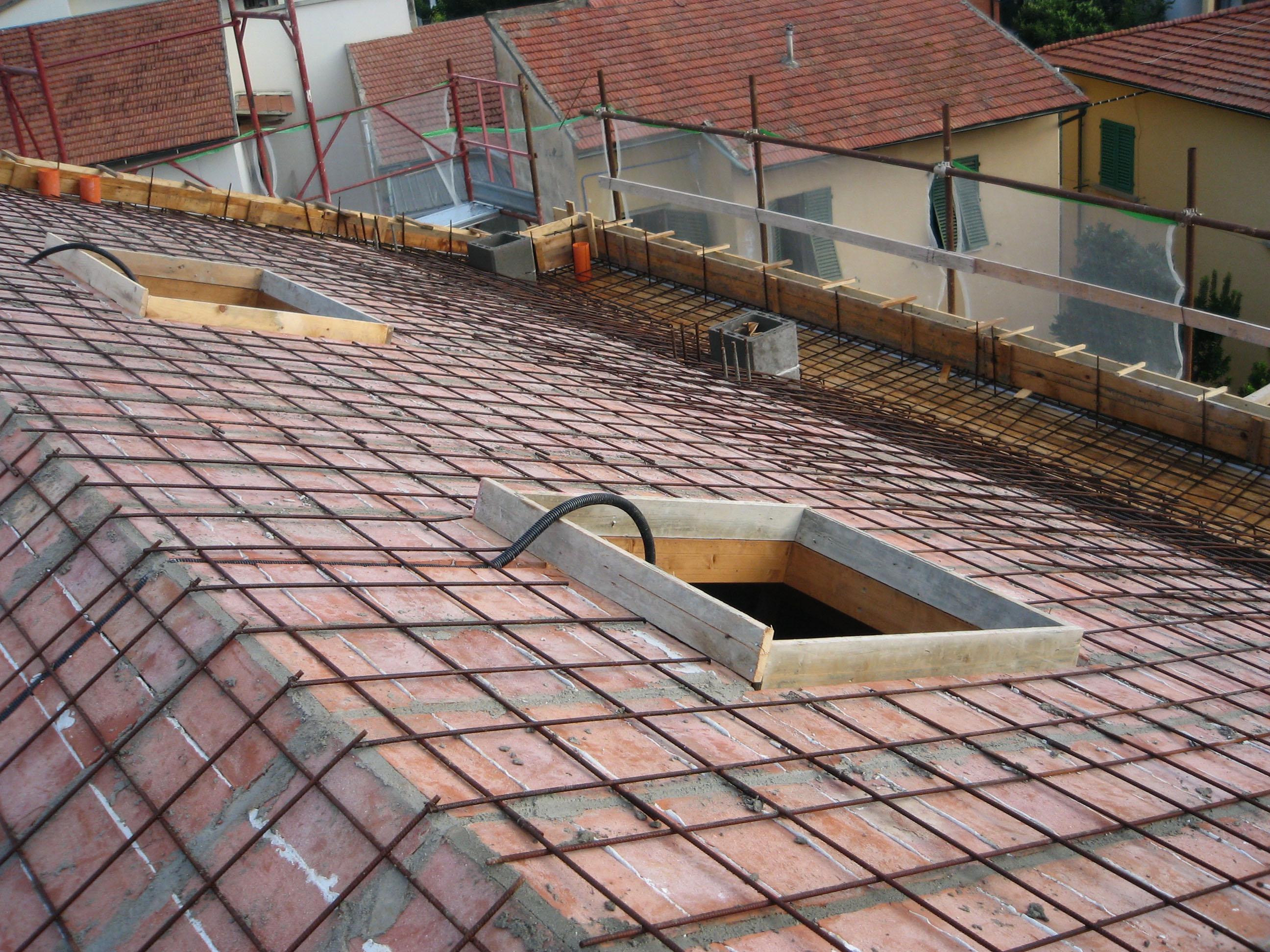 Becherinicase tecniche for Tegole del tetto della casetta