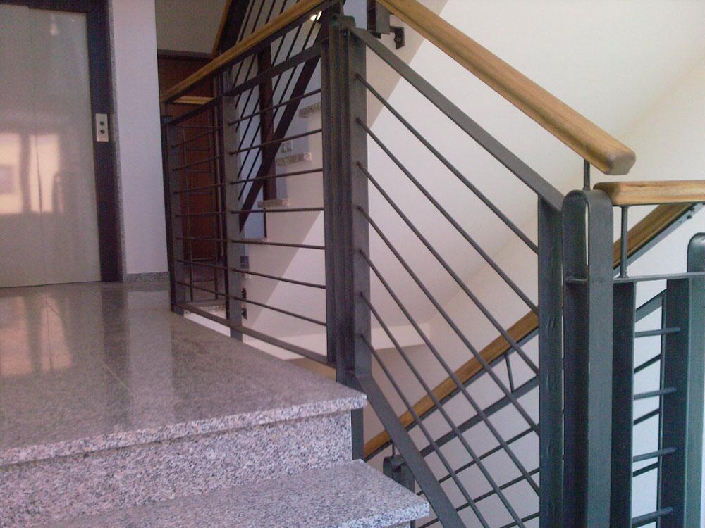 Manca il corrimano si rischia di risarcire tutti i danni - Abbattimento muro interno senza dia ...